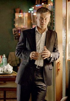 Amidst all this Sherlock and John, let us take a moment to appreciate some Greg Lestrade.<--But seriously.