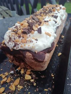 Delisious Snickers kake! – H J E M M E L A G A Caesar Pasta Salads, Pudding Desserts, No Bake Cake, Chocolate Cake, Cravings, 3 D, Food And Drink, Favorite Recipes, Sweets