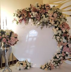 10 Perfect Arcs and Garlands for your Quince Décor A common piece of décor that can't be left out are arcs and/or garlands. Not only are they the perfect. Quince Decorations, Quinceanera Decorations, Wedding Stage Decorations, Backdrop Decorations, Flower Decorations, Backdrops, Wedding Backdrop Design, Ceremony Backdrop, Decoration Evenementielle