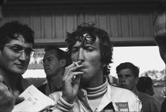 1970 South African Grand Prix. Kyalami, South Africa. 5th - 7th March 1970. Jochen Rindt and John Miles in the pits, portrait. World Copyright: LAT Photographic. Ref: 2893 - 1A.