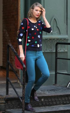 We're obsessed with Taylor Swift's heart sweater!