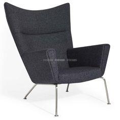 Deze prachtige retro reproductie van de klassieke VLEUGEL STOEL CH445 is geïnspireerd op een origineel ontwerp van de beroemde Deense meubel-en interieurontwerper Hans Jorgen Wegner.