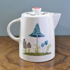Are you interested in our Toadstool Teapot? With our Toadstool design Teapot you need look no further.