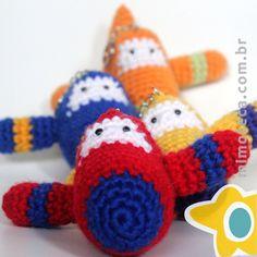 DECORAÇÃO EM CROCHET Mimos personalizados em crochet! Queremos alcançar a sua imaginação e tocar bem de perto quem está recebendo este Mimo diferenciado. Eles saem de nossas mãos sempre encantados, recheados de muito amor, a essência do nosso dia a dia! Pedidos e maiores informações por e-mail: contato@mimoteca.com.br Dinosaur Stuffed Animal, Toys, Animals, Close Up, Craft, Animais, Animales, Animaux, Toy