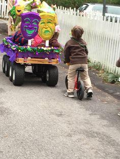 Mardi Gras ~ Wagon parade
