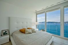 The bedrooms of this holiday home are sleek and stylish, colored only by the aqua view.