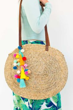 Make a statement this Summer with our DIY pom pom tassel circle pool bag! - Jessica Blase Noga - - Make a statement this Summer with our DIY pom pom tassel circle pool bag! Diy Pompon, Crafts To Make And Sell, Sell Diy, Basket Bag, Summer Bags, Diy Fashion, Fashion Hair, Runway Fashion, Fashion Ideas