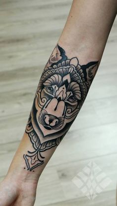 wolf by brian gomes #arm #forearm #tattoos → absolutely awesome *_* Love the placement + tattoo