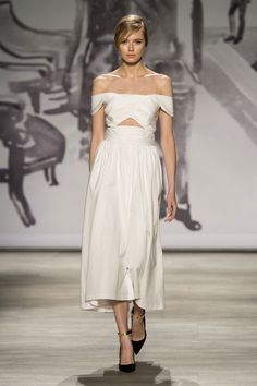 The vintage look of this off-the-shoulder Lela Rose dress has us imagining a chic, Italian elopement.