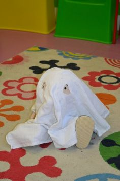 peuters thema spookjes: spookje Jules in de klas preschool theme little ghosts: class doll is a ghost www.jufanneleen.com