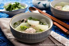 Winter melon meatball soup recipe with coking video - a soothing and comforting dish that is high in nutrition and only contains 150 calories per serving. Winter Melon Soup, Yummy Asian Food, Pork Broth, Light Soups, Cambodian Food, Meatball Soup, Savoury Dishes, Soup Recipes, Chicken Recipes
