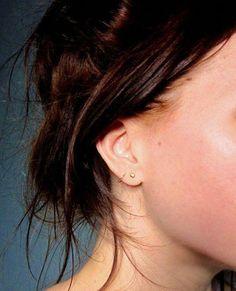 tiny gold studs earrings simple small modern artisan by museglass Minimalist Jewelry Bar Stud Earrings, Simple Earrings, Dainty Earrings, Pierced Earrings, Double Ear Piercings, Ear Peircings, Second Lobe Piercing, Double Cartilage, Schmuck Design