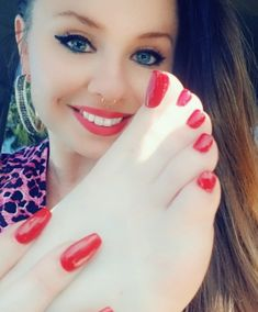 online dating site for feet lovers Nice Toes, Pretty Toes, Feet Soles, Women's Feet, Pies Sexy, Toe Polish, Painted Toes, Foot Pics, Feet Nails