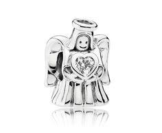 Pandora Bedel 'Loving Angel' 792010CZ. De 'Engel van Liefde' draagt het hart op de goede plek. Deze bedel mag niet aan uw armband ontbreken. https://www.timefortrends.nl/sieraden/pandora/bedels.html
