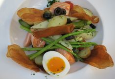 Asperges met warm gerookte zalm + wijnadvies Avocado Toast, Tacos, Breakfast, Ethnic Recipes, Blog, Asparagus