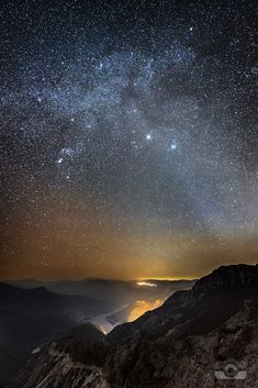 Kozjak Lake under a dome of stars, Macedonia. Kozjak Hydro Power Plant is a large hydroelectric power plant on the river Treska which creates an artificial lake, Kozjak, the largest in the Republic of Macedonia Cosmos, Antigua Yugoslavia, Beautiful World, Beautiful Places, To Infinity And Beyond, Science And Nature, Stargazing, Natural Wonders, Amazing Nature