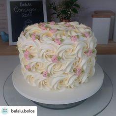 Pretty Cakes, Cute Cakes, Beautiful Cakes, Amazing Cakes, Cake Decorating Videos, Cake Decorating Techniques, Decorating Ideas, Birthday Cake With Flowers, Simple Birthday Cakes