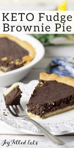 Fudge Brownie Pie - Low Carb Keto Sugar-Free THM S - If you love brownies go make this pie. The contrast between pie crust & filling in this Fudge Brownie Pie is perfection. Keto Low Carb Sugar-Free Gluten-Free Grain-Free THM S. Sugar Free Desserts, Low Carb Desserts, Gluten Free Desserts, Low Carb Recipes, Dessert Recipes, Dessert Ideas, Healthy Desserts, Free Recipes, Healthy Food