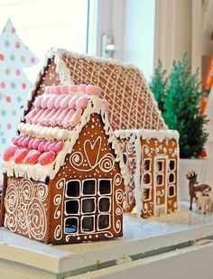 10 gingerbread house inspiration