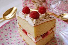 Pastel Victoria de chantilly y frambuesas. | Cuchillito y Tenedor