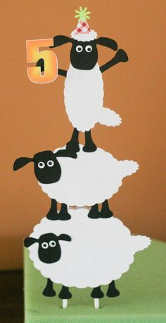 Shaun the sheep cake topper. Mary Birthday, 4th Birthday Parties, 2nd Birthday, Eid Crafts, Crafts For Kids, Paper Crafts, Shaun The Sheep Cake, Timmy Time, Eid Party
