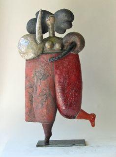 Sculptures céramiques : Pour se consacrer à la sculpture céramique, Roger Capron ouvre un petit atelier à Vallauris. Avec son épouse Jacotte et Jean-Paul Bonnet, tous deux à ses côtés pendant plus de 46 ans. - 84-06
