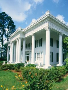 Shorter Mansion in Eufaula, AL.  If you've ever driven to Panama City, FL, you drive through this town & the streets are lined with these beautiful homes.  The moss dances on the trees & hungry gators are in the swamps right next to gas stations.