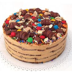 chocotorta-praline-candy Mini Cakes, Cupcake Cakes, Torta Candy, Candy Birthday Cakes, Praline Cake, Candy Decorations, Macaroons, Cakes And More, Yummy Cakes