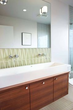 mirror above backsplash above vanity all in same vertical line for new master bath Mid-Century Modern Bathroom Ideas-22-1 Kindesign