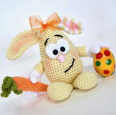 Es war einmal ein kleines Ei, das wär´ so gern ein Hase.. Ob an Ostern oder sonst: der kleine Henry kommt an. Amigurumi Häkelanleitung. Schau ihn Dir an!