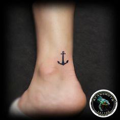 Μικρο tattoo anchor καλη προταση για ανδρες και γυναικες by Acanomuta tattoo studio