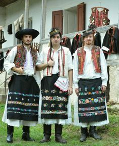 Kroje a tak : Photo Folk Costume, Costumes, Folk Embroidery, Eastern Europe, Traditional Dresses, Beautiful Outfits, Folk Art, Culture, Kebaya