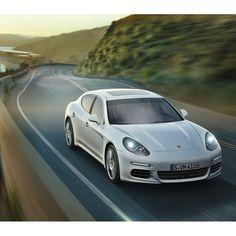 Restrenar es una posibilidad real, Porsche Approved es sinónimo de calidad. Nuestros autos mantienen su perfección a pesar de los años.
