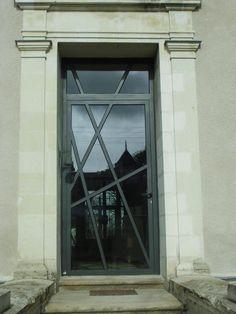 Modern Entrance Door, Modern Exterior Doors, Exterior Doors With Glass, Glass Front Door, Entrance Doors, Glass Door, Grill Door Design, Room Partition Designs, Grades