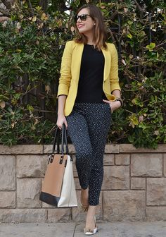 Black t-shirt, printed pants, yellow blazer, nude flats, beige tote Business Casual Outfits, Professional Outfits, Office Outfits, Work Fashion, Fashion Outfits, Womens Fashion, Work Casual, Casual Chic, Baggy Pants