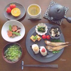 .@izumi_smile | * 今日のブランチ☆ * おにぎり定食⚘⚘⚘ *おにぎり(玉ねぎの味噌煮、梅) *厚揚... | Webstagram