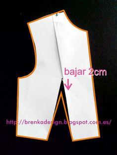 Rotación de Pinza Nro 1:     Calcar elpatrón del cuerpo base con pinzas. Unir los vértices de pinza de busto y de entalle (de la cintura )...