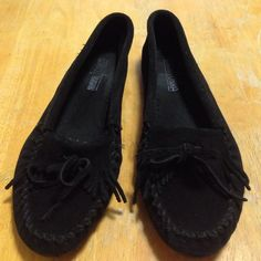Minnetonka Black Suede Moccasins Minnetonka gently used black suede moccasins size 9. I need some thing slightly smaller so I am putting them up for sale. In excellent condition. Minnetonka Shoes Moccasins