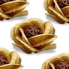Cute display idea for cake balls/truffles. Chocolate Roses, Chocolate Sweets, I Love Chocolate, Chocolate Art, Chocolate Gifts, How To Make Chocolate, Chocolate Making, Chocolate Heaven, Chocolate Factory