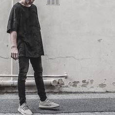 "100% cotton signature center seam front and back oversized fit handmade in downtown los angeles (model is wearing size medium and is 6'1"" and 170 lbs)"