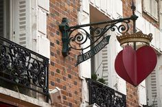 Paris red heart sign.... I want this to hang in my room!