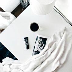 coffe + puro bio beauty primer + blanket // minimal flatlay
