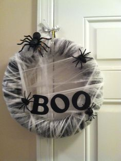 Boo Wreath perfect for halloween #diy #wreath. Pool noodle spray painted black with cheap cobwebs.