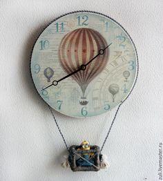 """Купить Часы настенные """"Путешественники на шаре"""" - голубой, подарок на новоселье, подарок на свадьбу"""