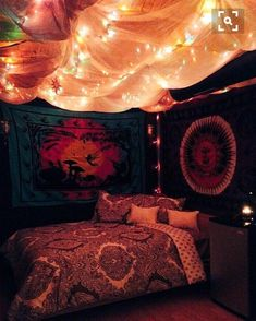 boho wall and ceiling tapestries with twinkle lights Hippy Bedroom, Bohemian Bedroom Decor, Hippie Home Decor, Grunge Bedroom, Hipster Room Decor, Vintage Hippie Bedroom, Indie Hipster Bedroom, Hipster Dorm, Bohemian Style Rooms