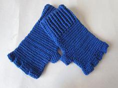 Luvas em crochê, confeccionada em linha, sem dedos cor à escolha. Obs: é denominada sem dedos, mas na verdade possuem a separação para cada dedo e eles chegam até a primeira falange. R$ 28,00