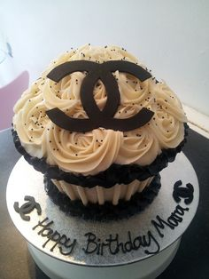 chanel cup cake - chanel cake