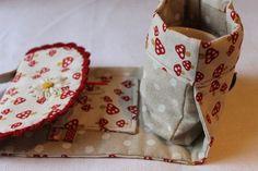 FadenStille: Mug bag- gratis Nähanleitung von Red Brolly Mug Rug Patterns, Bag Patterns To Sew, Sewing Patterns, Fabric Crafts, Sewing Crafts, Red Brolly, Pretty Mugs, Diy Mugs, Small Sewing Projects