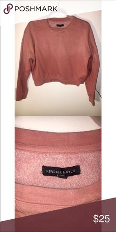 Kendall & Kylie crop sweatshirt Kendall & Kylie Salmon cropped sweatshirt, washed look. Kendall & Kylie Sweaters Crew & Scoop Necks