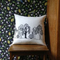 Kiikar Housen Puisto -sisustustyynyliina, x - Astubutiikkiin. Spring Home, Bed Pillows, Hemp, Classic, Prints, Pattern, Handmade, House, Organic